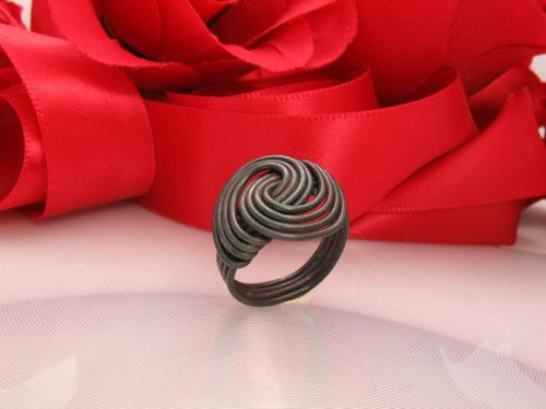 Modern Swirl wire Ring